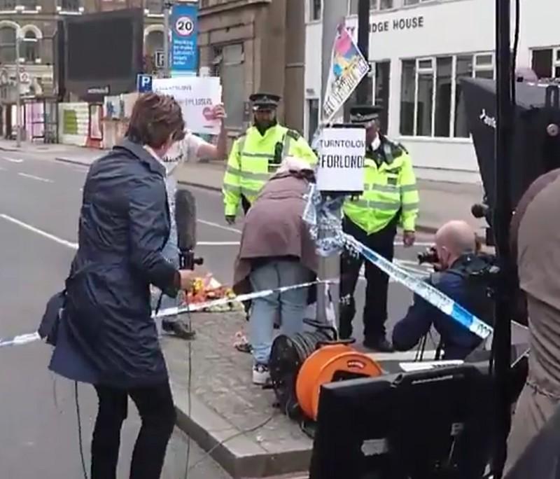 Kako levičarji naredijo spontan protest po terorističnem napadu?